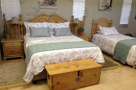 Anne's Place in Potchefstroom Luxury Family Suite - van der Hoffpark, Potchefstroom