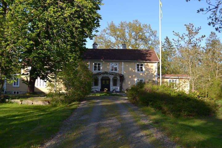 Lantlig miljö på Ugglehults gård - Ugglehult - Bed & Breakfast