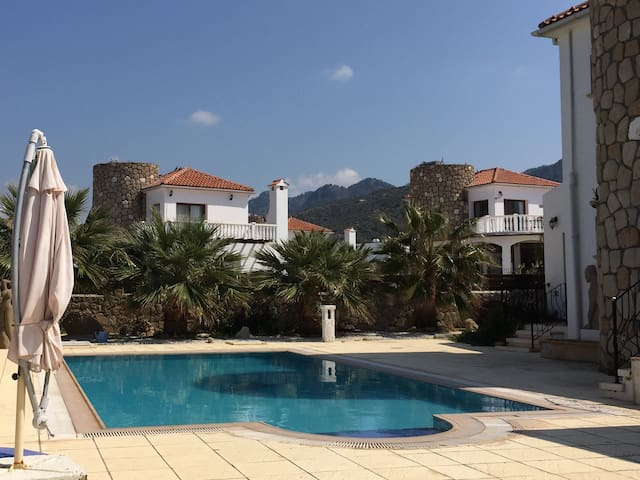 Villa Rosa in Bahceli with3 b/r and pool