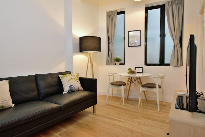 Central 2 BR Apartment w/ Rooftop