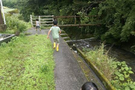市街地まで車で5分。水の音と山緑に癒される、自然豊かな休憩庵。 - Shūnan-shi - House