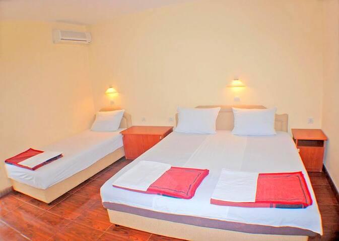 Nice room in Budva with balcony No. 1
