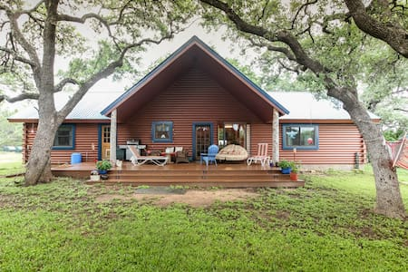 Chez J, a Rustic Restful Retreat - Spicewood - House