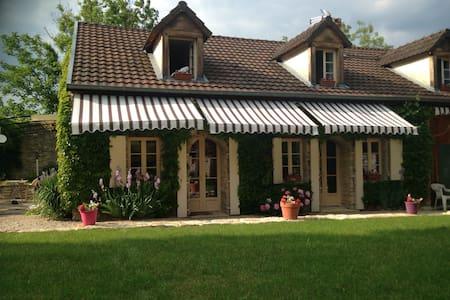 Maison de charme à la campagne - Fleurey-sur-Ouche - Hus