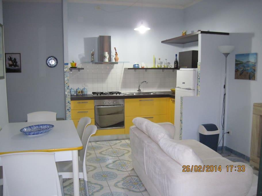 cucina/soggiorno con tv