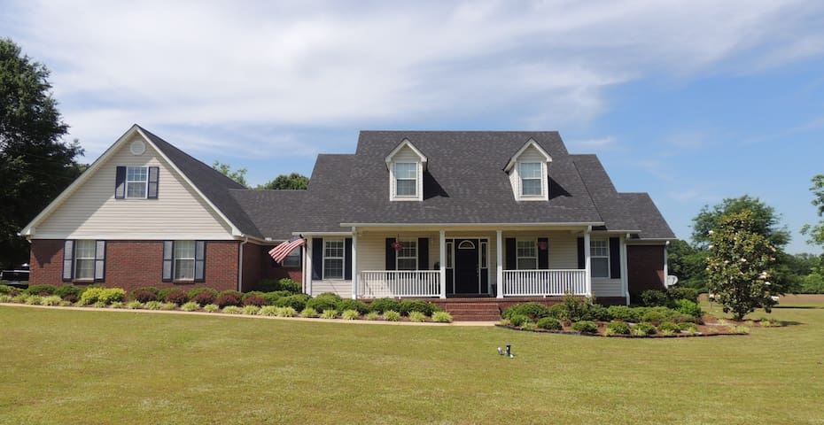 All Occasion Rental Near Oxford/4 Bdrm/3 Bath/Pool