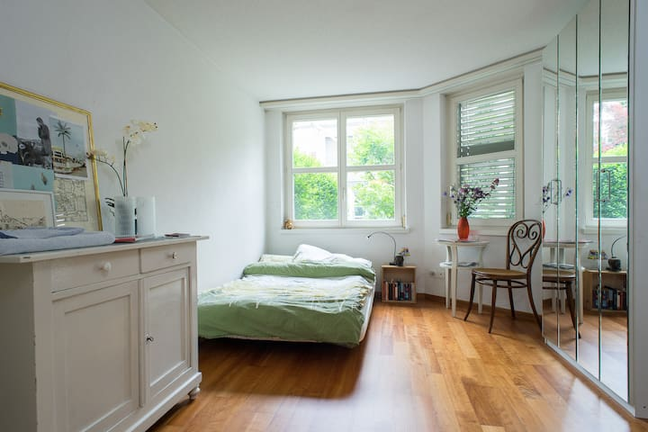Beautiful room near the City center - Zürich - Hus