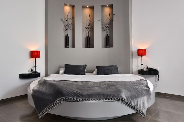 Double Bed Suite + 2-3 mattresses
