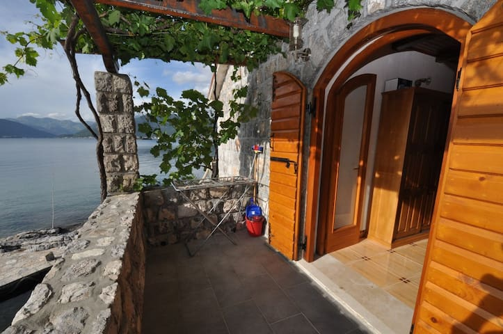 Stone house on the sea side - Tivat - House