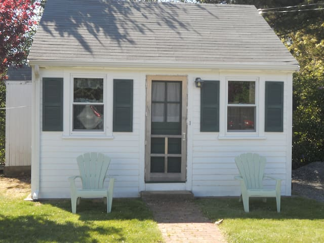 Adorable one bedroom cottage - North Truro - Houten huisje