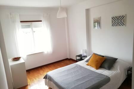 Quarto e casa de banho privada a15 mint de Lisboa