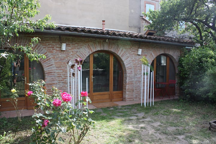 House with garden, quiet and close to the center
