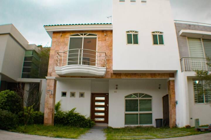 AMAZING HOUSE IN COTO (SOLARES)