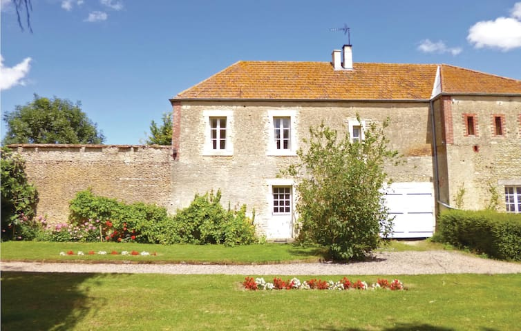 Holiday cottage with 4 bedrooms on 115m² in Chicheboville