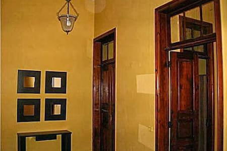 Casa con Encanto en Centro Pueblo. - Dom