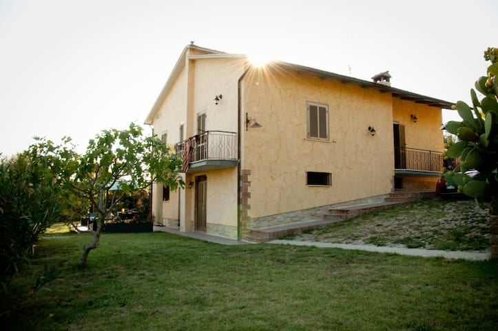 Casa l'Arcobaleno : 3 holiday homes with pool