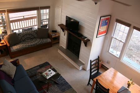 Our cozy lake house sleeps 7-9 w/ a European lodge feel featuring a fireplace, vaulted ceilings and a spacious loft. Located just one block from magical Lake Harmony. Skiing/dining/nightlife and all kinds of outdoor adventure are just minutes away!