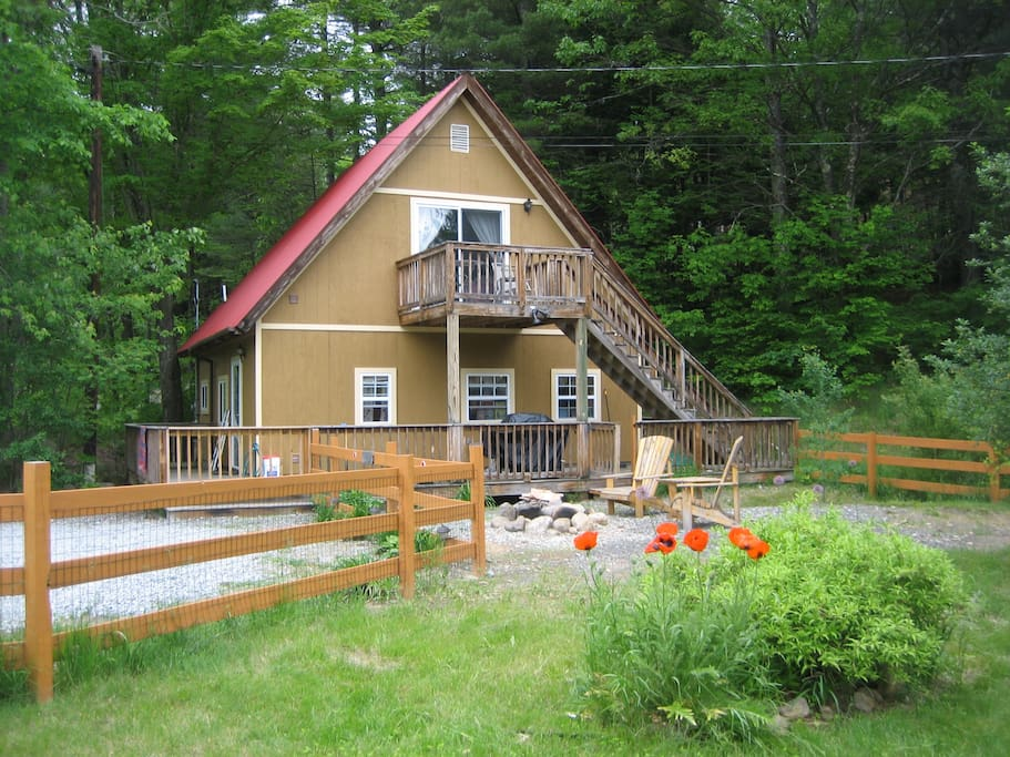 Come bye lodge chalets for rent in keene new york for Keene valley cabin rentals