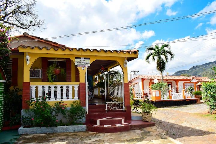 """Casa Entre Portales """"MIRIAM Y PORTALES"""" (Hab 2)"""