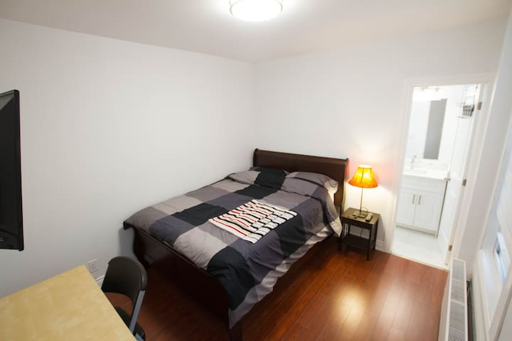 FOODPV /Toronto Downtown Private Bath/Entrance Rm3