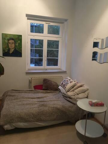 Gemütliches Zimmer mit Küche + Bad+ schönem Balkon