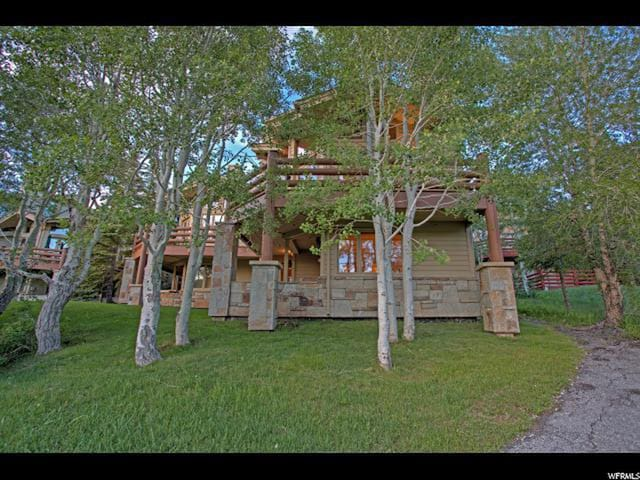 Twin Pines #1: Sweeping mountain views! Completely remodeled townhome, 4 minute walk to lifts!