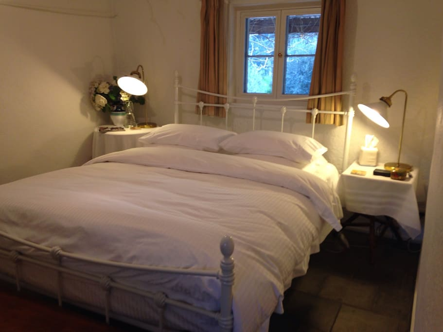 Miners Cottage Bedroom. Quality linen, electric blanket