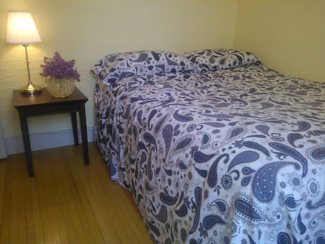 Clean comfortable Queen bed