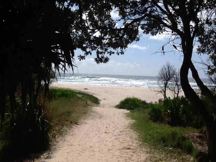 Angels Beach Lodge Couples Retreat,  East Ballina