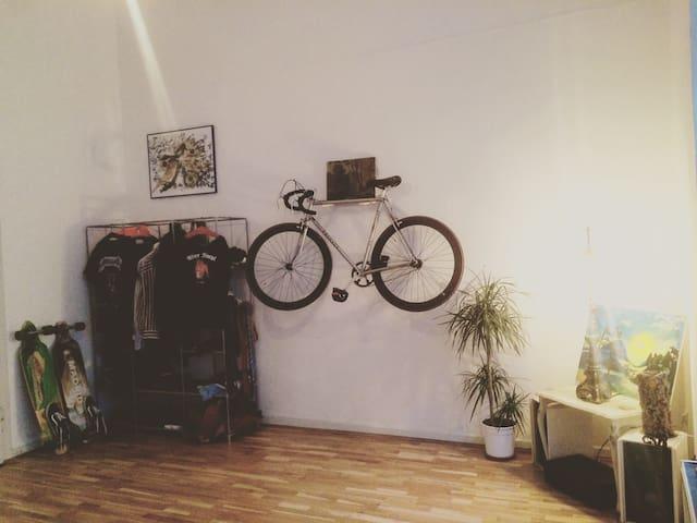 Hippes Großes Zimmer im Altbau