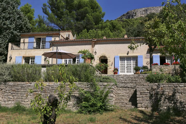 Nice and quiet!  Villa with pool on the most beautiful spot in the Vaucluse!