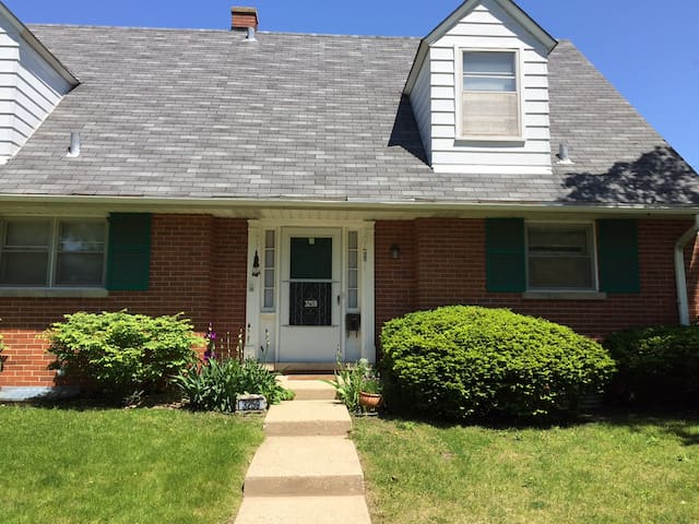 Single Bedroom in Quiet Townhome - Evanston - Casa
