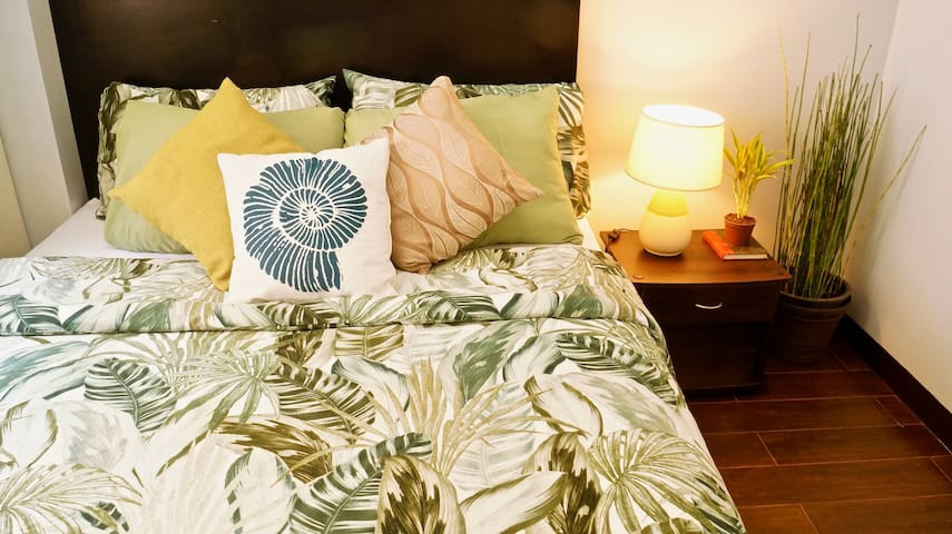 Green & Serene Staycation condo near the airport!