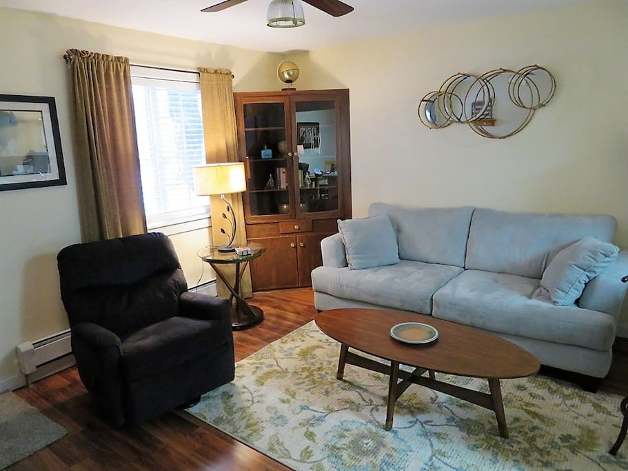Comfortable front room with Cable TV.