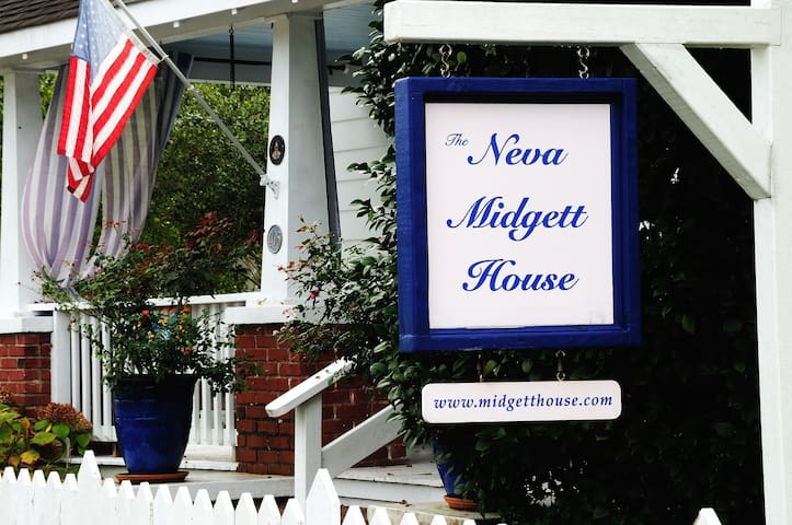 MIDGETT HOUSE IN THE HEART OF OLD TOWN MANTEO OBX