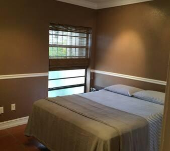Quite and Clean & Centrally located - Miami Lakes - Villa