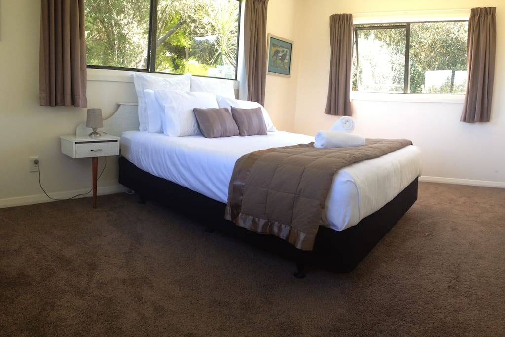 Large luxurious bedroom with all linen provided