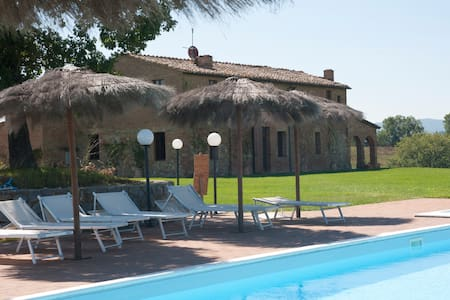 Your holiday at Villa il Poggino - Buonconvento - Villa