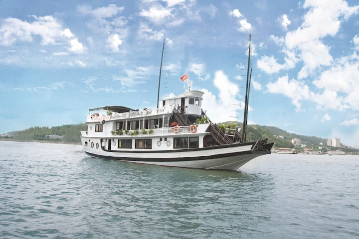 Halong Bay 2days 1 night Overnight On Cruise