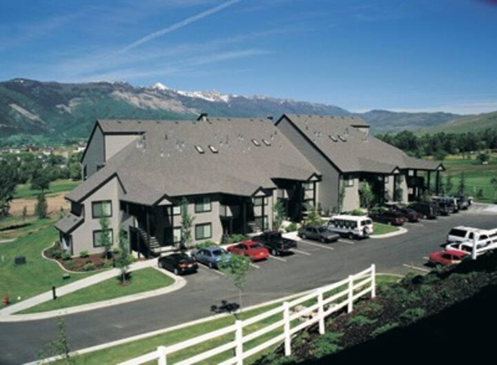 Wolf Creek 1/1 Resort style condo