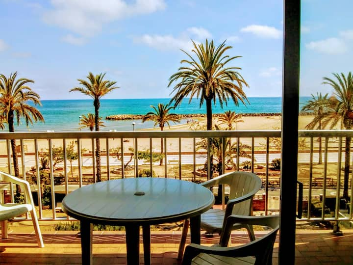 Beachside cosy apartment near Barcelona :)