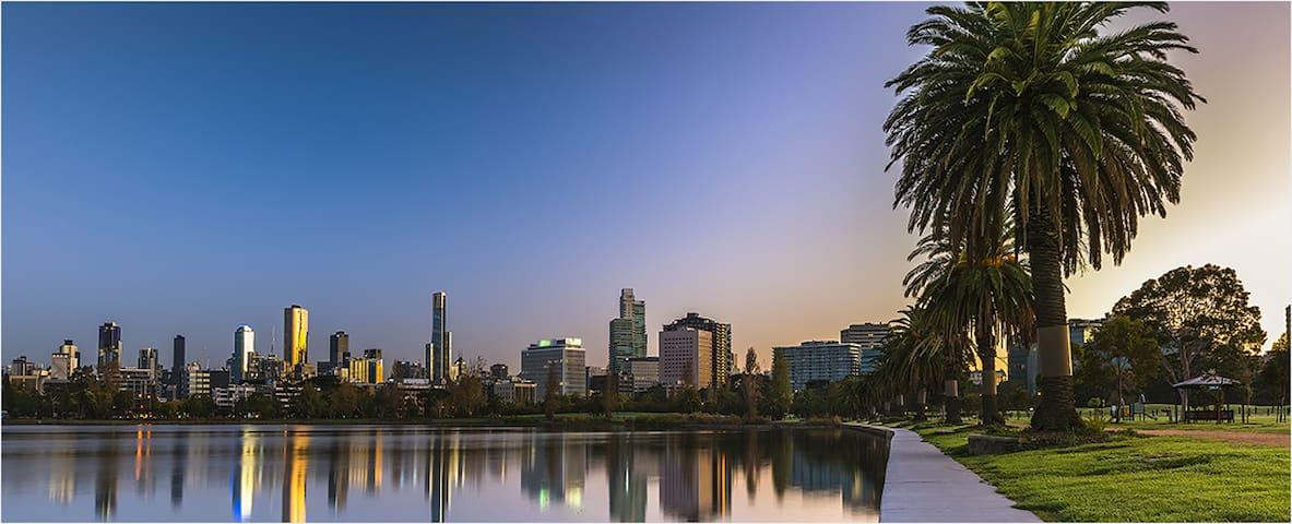 Albert Park, Melbourne - Superbly Located Studio