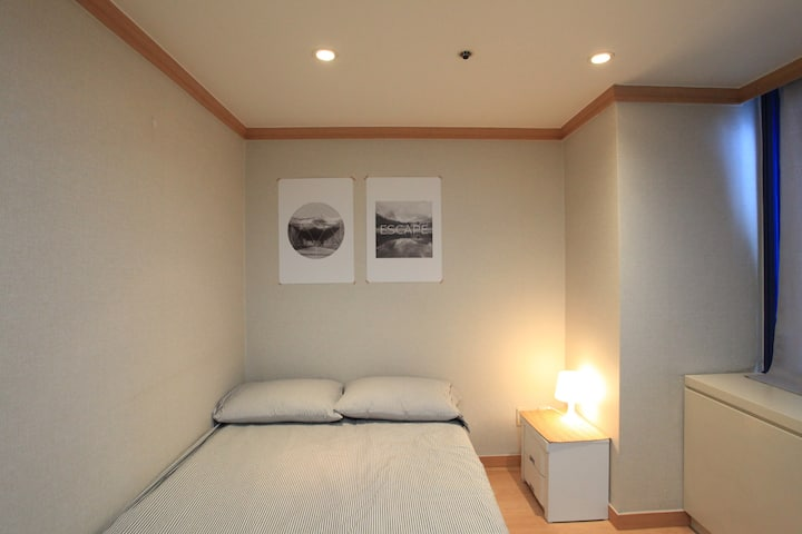 JW studio at seohyeon station, 20 min to Gangnam
