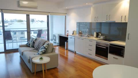 Light & Bright Apartment in Perth's beating heart