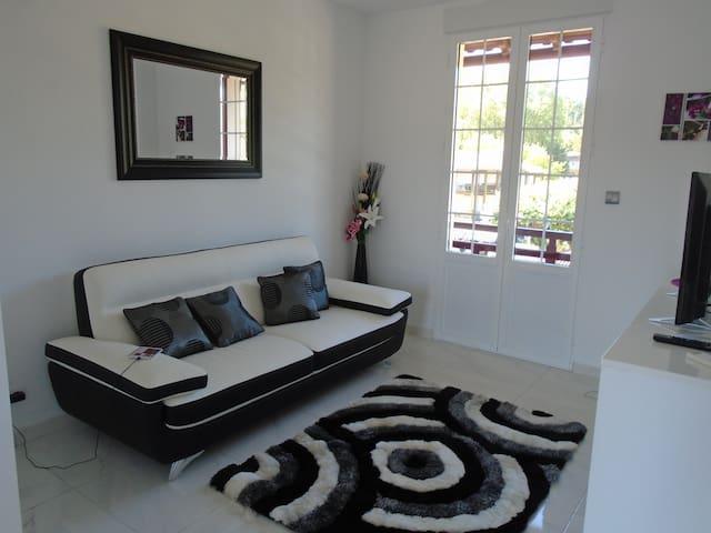 Appartement T2 MODERNE équipé 2 Balcons, 1 Chambre