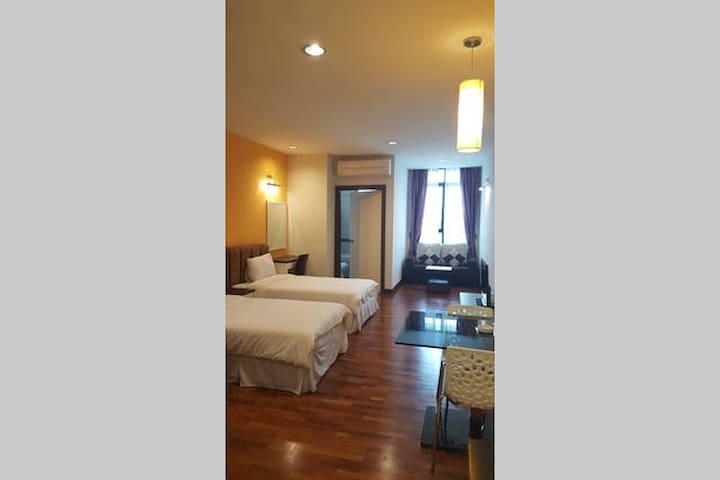 Nice & clean studio room - Seri Kembangan - Apartamento