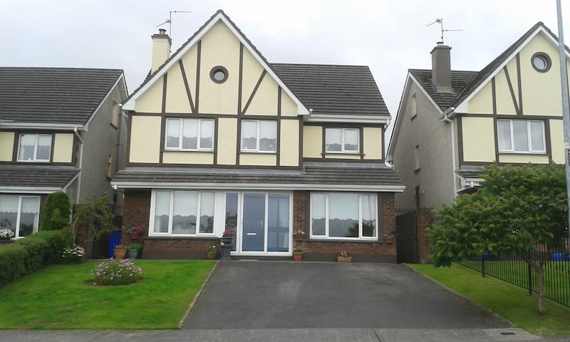 Woodfield One - Double  Ensuite - quiet home