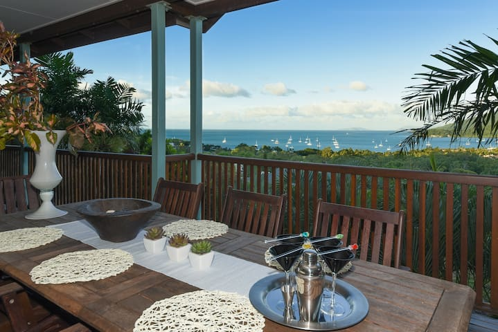 Holiday home 500mt from Port Airlie - Airlie Beach - Hus
