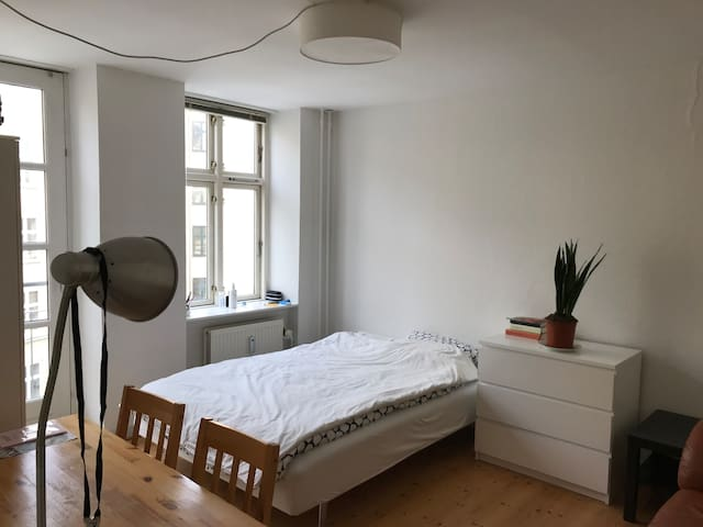 Bright room in central Nørrebro