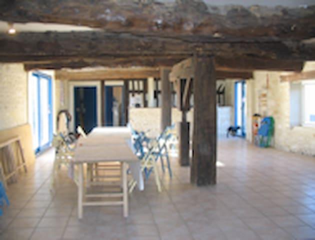 GITE LA COUR AU PUITS - Janville - House